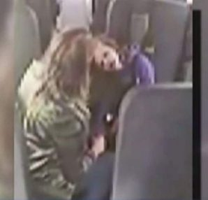 Βοηθός λεωφορείου δεν είχε καταλάβει πως η κάμερα την κατέγραφε - Μόλις δείτε τι έκανε στο παιδί, θα ανατριχιάσετε… - Περίεργα-Funny